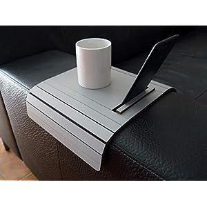 Holz sofa armlehnentisch mit smartphone und tablet stehen in vielen farben wie stein grau Armlehnentablett Moderner…