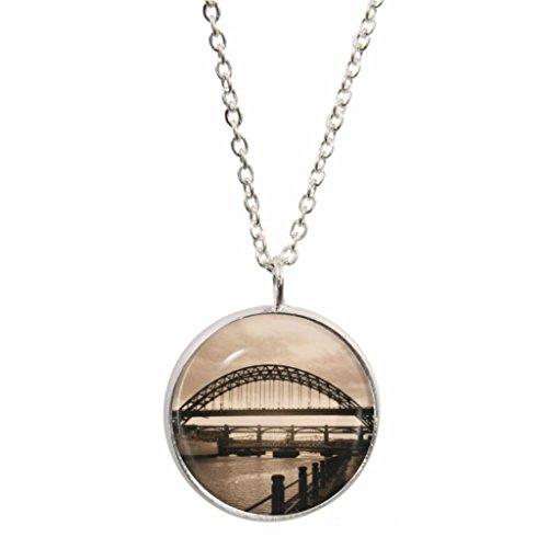 TYNE BRIDGE Szene Design Anhänger auf Silber plattiert Halskette in Geschenkbox (Szene Bridge)
