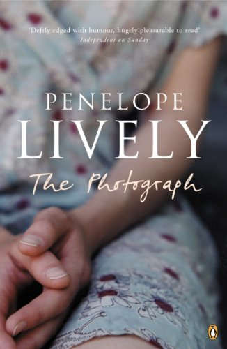 The Photograph (Penguin Essentials) (English Edition)