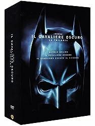 Con l'aiuto del tenente Jim Gordon e del procuratore distrettuale Harvey Dent, Batman si prepara ad eliminare una volta per tutte il crimine organizzato a Gotham. Il terzetto si dimostra efficace. Ma ben presto i tre si troveranno ad affrontare un nu...