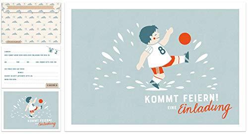 12 Einladungskarten Kindergeburtstag - Fußball | Geburtstagseinladungen für Jungen MIT Umschlag | Postkarten Set für Kinder, Geburtstag oder Einschulung | Fußballer Design, Blau Weiß Rot -
