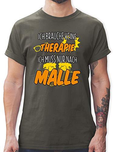 Urlaub - Ich Brauche Keine Therapie ich muss nur nach Malle - L - Dunkelgrau - L190 - Herren T-Shirt und Männer Tshirt