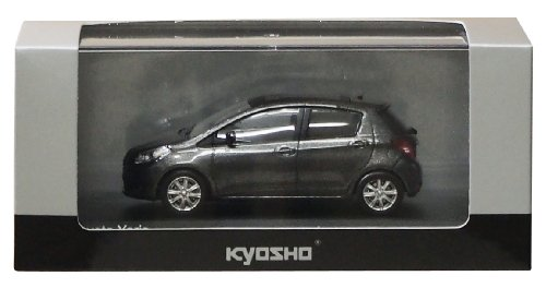 Kyosho 1/43 Toyota Yaris gris metalico especificacioen original volante a la izquierda