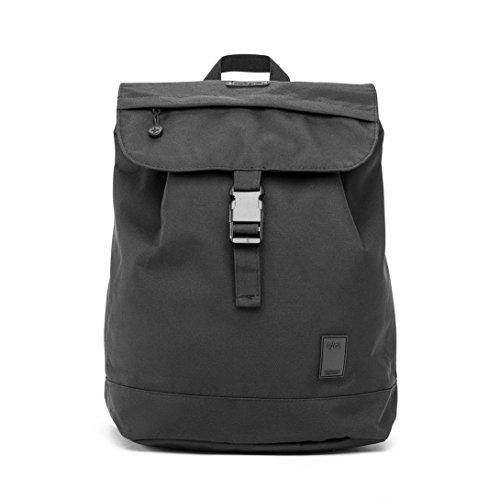 Imagen de eco  solapa con cierre tipo saco y bolsillo en la parte trasera hecha con material reciclado 100% rpet negro