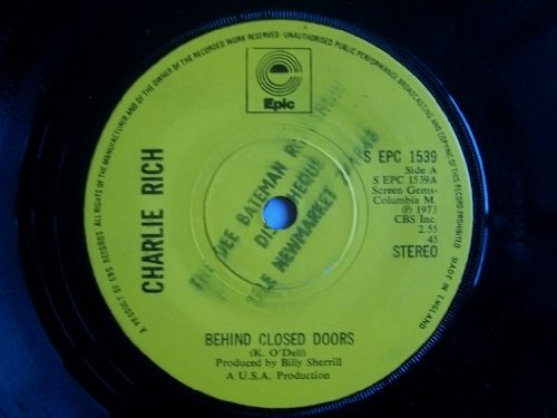 CHARLIE RICH - behind closed doors EPIC 10950 (45 vinyl record)