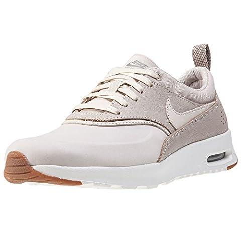 Nike Wmns Air Max Thea Prm, Sneakers Basses Femme, Beige (Oatmeal/Oatmeal/Sail/Khaki/Gum Med Brown), 36 EU