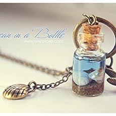 Océano en un collar de la botella, botella de cristal con conchas, collar de.