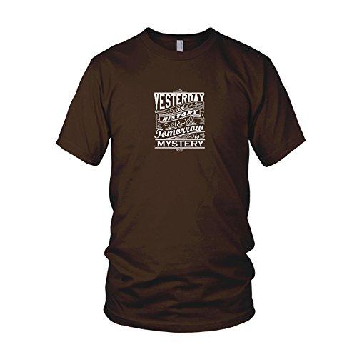 Yesterday is History, Tomorrow is Mystery - Herren T-Shirt Braun