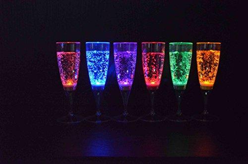 6 Stück LED Sektglas im Set leuchtende Sektgläser LED beleuchtetes Party Trinkglas Geburtstag Silvester Hochzeit Einweihung Kunststoffglas Partyglas 150 ml von der Marke PRECORN