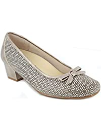 5c84c4f5e6 Zapato Mujer Salon tacón de la Marca DOCTOR CUTILLAS en Piel grabada Beige  Adorno Lazo Plantilla