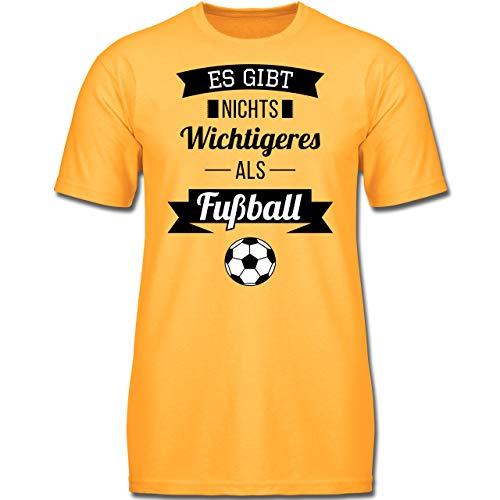 Sport Kind - Es gibt Nichts Wichtigeres als Fußball - 152 (12-13 Jahre) - Gelb - F130K - Jungen Kinder T-Shirt