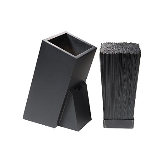 Ceppo per coltelli universale in design semplice di legno in due varianti di bambù o nero laccato, con inserto in plastica rimovibile. Nero