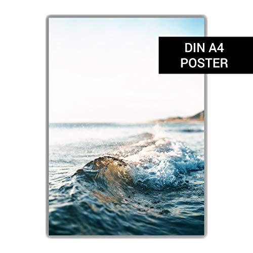 DIN A4 Poster: Welle am Strand, Fotografie Strand, Dekoration Maritim, blau weiß