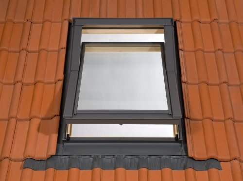 78-x-112cm-deluxe-roof-velux-style-window-includes-free-flashing-kit