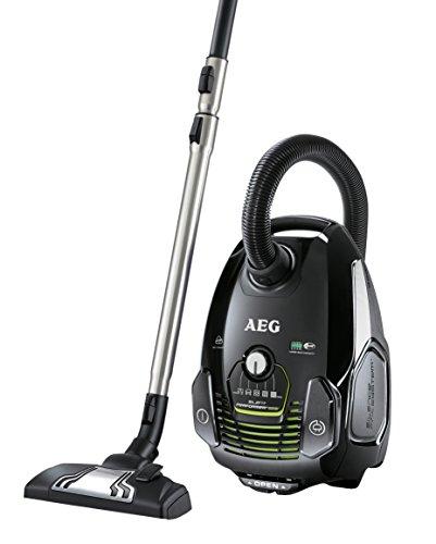 AEG Performer Öko ASP7130 Staubsauger mit Beutel EEK A (700 Watt, inkl. Hartbodendüse, 3,5 l StaubBeutel volumen, Softräder, waschbarer Hygiene Filter E12) schwarz/grün