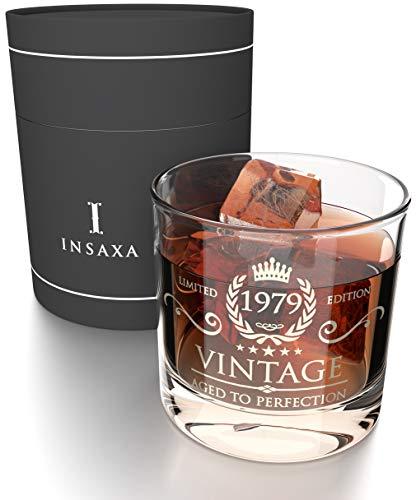 Insaxa Regalos de 40 Cumpleaños para Hombres y Mujeres. Vaso de Cristal para Whisky Vintage 1979 (380ml)