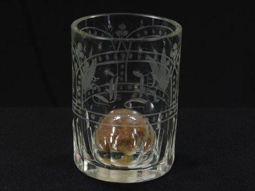 Erinnerungsglas, Anf. 19. Jh., Biedermeier, zylinderförmig, dickwandiges Glas mit vier...
