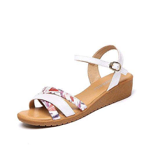 XY&GKSommer Sandalen Frauen mit flachem Boden Freizeitaktivitäten Hang mit einer Reihe von Frauen Sandalen, komfortabel und schön 37 stamp white