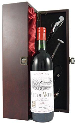 Chateau Moutin 1978 Medoc 75cl Wein in einer mit Seide ausgestatetten Geschenkbox. Da zu vier Wein Zubehör, Korkenzieher ,Giesser ,Kapselabschneider ,Weinthermometer .