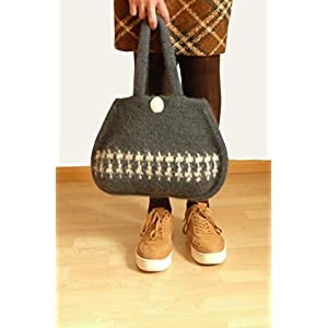 Handtasche Damentasche gehäkelte Tasche gefilzte Tasche dunkelgrau aus hochwertiger Wolle.