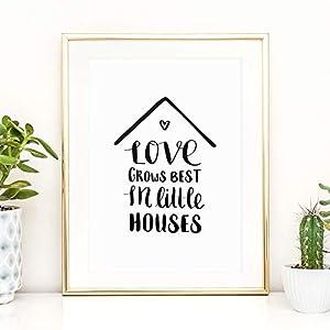 Kunstdruck, Sprüche Poster: Love grows best in little houses | Hochwertiges und festes Premiumpapier | Ohne Rahmen