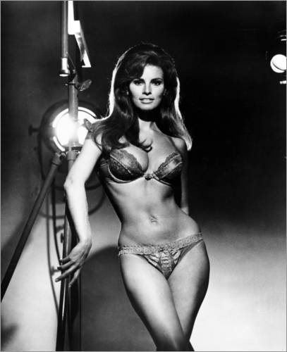 poster-80-x-100-cm-raquel-welch-portrait-from-the-film-bedazzled-1967-courtesy-everett-collection-de