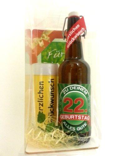 Geschenk Set, Bierset Bier Geschenk zum 22. Geburtstag das bei Frau und Mann immer gut ankommt, Bierflasche mit Etikett, Glas Bierkrug und Geschenk Postkarte