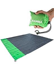 Manta portátil impermeable para picnic Bramble. Cabe en tu bolsillo – Incluye bolsa para viajar. - Verde