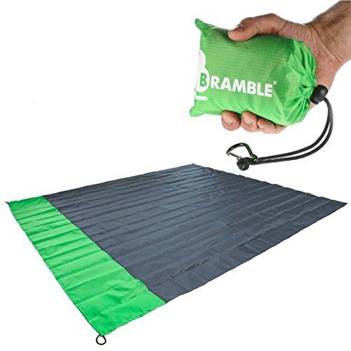 Bramble - wasserdichte Picknickdecke mit Tasche - Grun