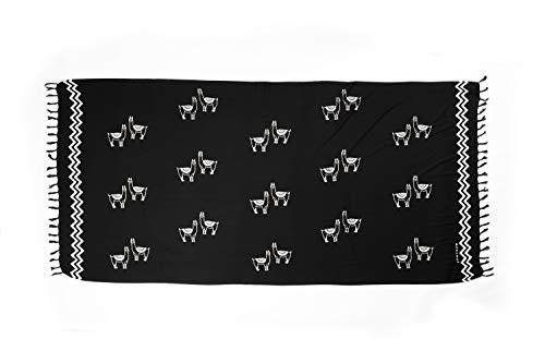 MANUMAR Damen Sarong blickdicht | Pareo Strandtuch | Leichtes Wickeltuch in Schwarz mit Lama-Motiv mit Fransen | XXL Übergröße 230x115 cm | Sauna-Handtuch | Haman-Tuch | auch für Schwangere | Bali
