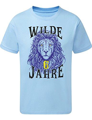 Geburtstags Shirt: Löwe- Wilde 6 Jahre - Junge T-Shirt für Jungen - Geschenk-Idee zum 6. Geburtstag - Sechs-TER Jahrgang 2013 - Lion - Pyjama Sport Trikot - Tiger Tier-e Zoo Cool Blau (128)