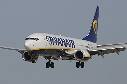 riccardo-niccoli-stocktrek-images-boeing-737-from-ryanair-airlines-prepares-for-landing-photo-print-