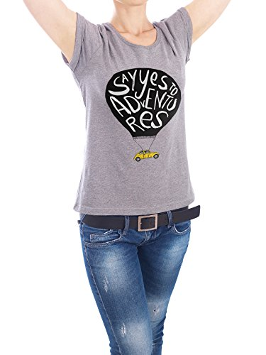 "Design T-Shirt Frauen Earth Positive ""Say Yes To Adventures"" - stylisches Shirt Typografie Automobile Kindermotive Comic Reise von Doozal Collective Grau"
