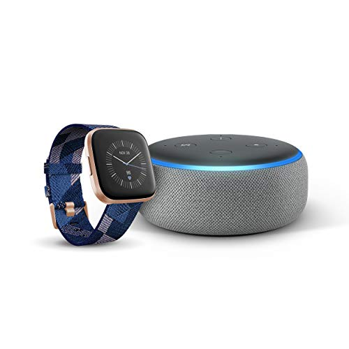 Fitbit Versa 2, Special Edition, Gewebe in Rauchgrau + Echo Dot (3. Gen.) Intelligenter Lautsprecher mit Alexa, Hellgrau Stoff