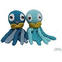 Pareja de pulpos amigurumi para recién nacido azules con pajarita amarilla. Pulpos de ganchillo - crochet ideales como regalo de nacimiento.