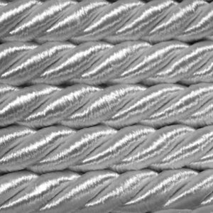 Mosel Avenue Art & Gobelin Studio 5,0 m Satinkordel 8 mm breit Farbe Silber/Grau (1,39 €/m) Satinschnur Dekokordel Flechtschnur Atlaskordel Atlasschnur Kordel Schnur