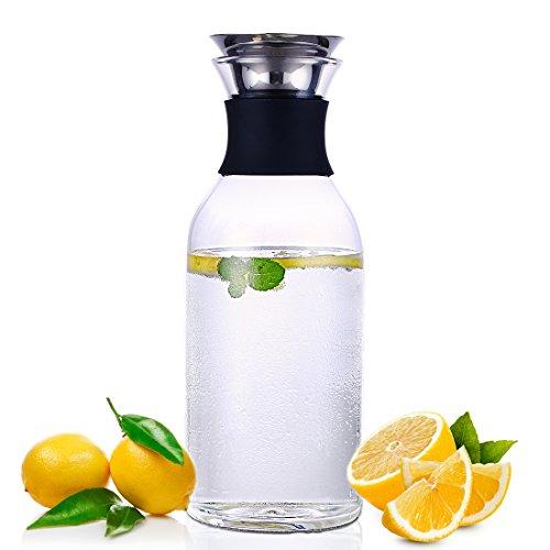 Oneisall 1,5-Liter-Glaskaraffe, Borosilikatglas, Wasserkrug mit Klappdeckel aus Edelstahl, für Wein/ Saft/ Milch/ Kaffee, Eistee -
