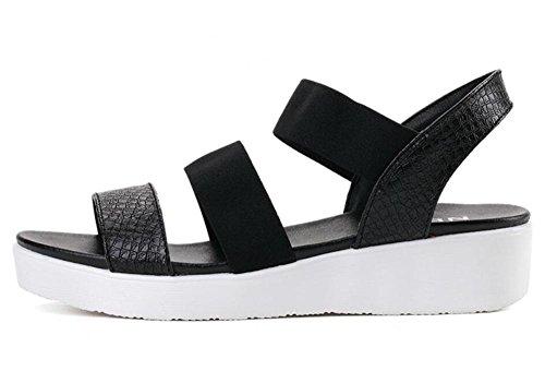 2017 nouvelles sandales plates nouvellement plates avec des sandales sauvages 2