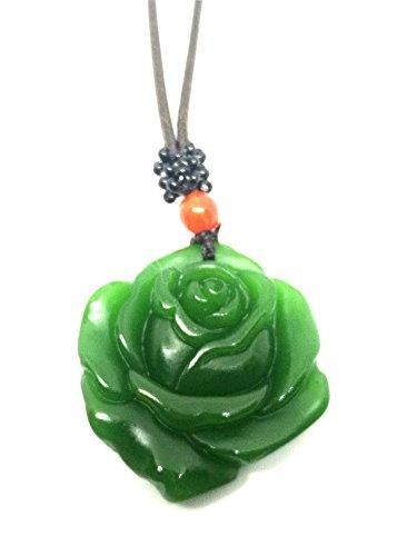 Collana con amuleto della fortuna come ciondolo: rosa in giada verde naturale, con corda in pelle