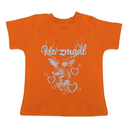 Oktoberfest Baby - Herzmadl mit Hirsch und Herzen - hellblau - 12-18 Monate - Orange - BZ02 - Baby T-Shirt Kurzarm