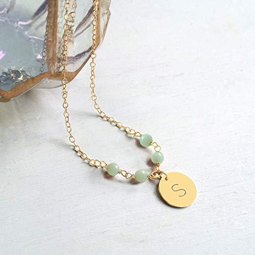 Collana personalizzata con piccolo disco iniziale in oro con pietre amazzonite, regalo di damigella d'onore, regalo di natale, regalo di compleanno