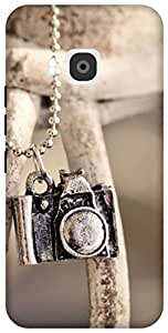 The Racoon Grip printed designer hard back mobile phone case cover for HTC One M9. (locket cam)