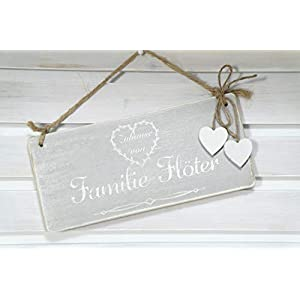 Türschild aus Holz mit dem Name der Familie