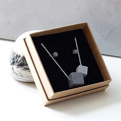 Parure de cubes en béton. Collier composé de 2 cubes en béton gris clair et gris foncé, Chaîne en argent 925, Boucles d'oreilles en acier inoxydable et cube de béton, bijou pour elle ou pour lui, style Viking, minimaliste, brutaliste