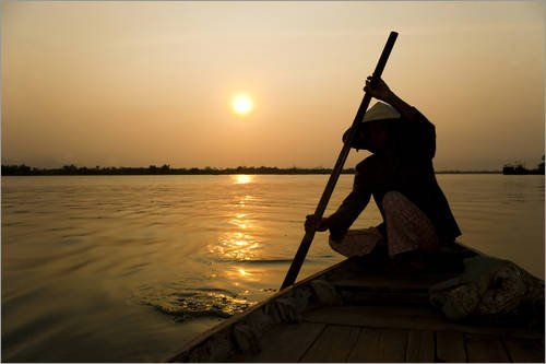 poster-90-x-60-cm-old-lady-rowing-in-hoi-an-harbour-silhouetted-at-sunset-vietnam-indochina-southeas