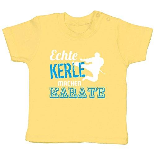 Sport Baby - Echte Kerle Machen Karate - 3-6 Monate - Hellgelb - BZ02 - Babyshirt Kurzarm