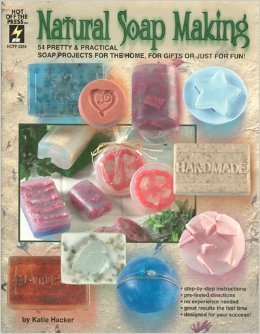 Natural Soap Making: 54 Pretty & Practical Soap Projects for the Home, for Gifts or Just for Fun! (Hot Off The Press, HOTP 2264) by Katie Hacker (2006-08-02) par Katie Hacker