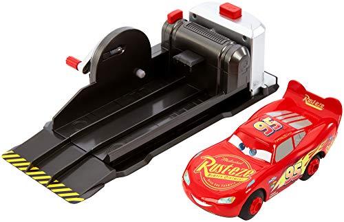 Mattel FRV84 - Disney Pixar Cars Stunt Champion Lightning McQueen Fahrzeug Spielset mit Starter für Stunts und Wheelies, Kinder Spielzeug ab 4 Jahren