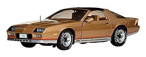 SunStar 1/18 Chevrolet Camaro Z / 28 1982 Gold