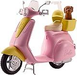 Barbie Mobilier Scooter, moto rose pour poupées, fournie avec casque et panier jaune...